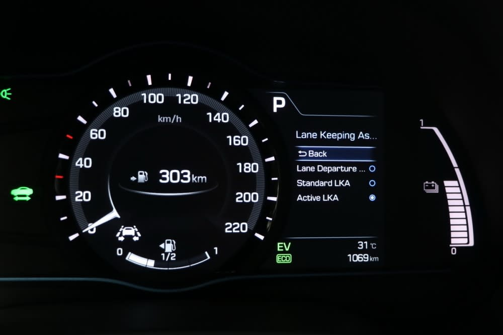 LKAS車道偏離輔助系統提供標準與主動模式,主動模式下搭配SCC主動巡航系統已具備半自動駕駛基本功能