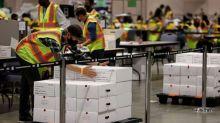 El empleado de correos se retracta de las acusaciones de fraude citadas por la campaña de Trump y los principales republicanos