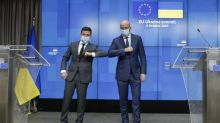 EU to boost Ukraine ties, urges Russia to honor peace deal