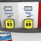 Chevron, Exxon manage to keep dividends intact despite oil woes
