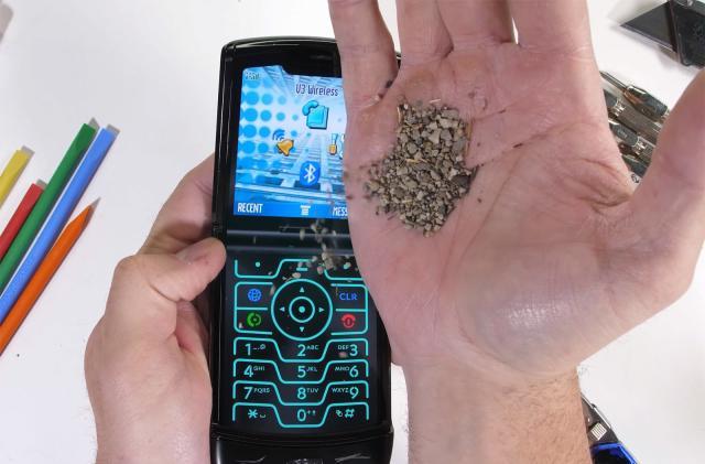 Moto Razr test gauges the phone's ability to survive 'pocket sand'