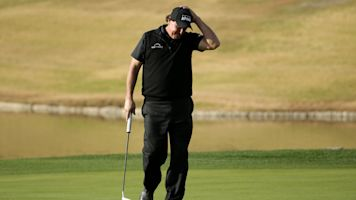 Mickelson proves again he's 'a fabulous enigma'