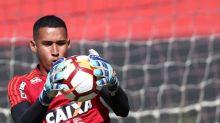 Sem Diego Alves e Cesar, goleiros do Flamengo somam nove jogos entre profissionais