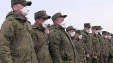 Coronavirus: Des soldats russes désinfectent une maison de retraite
