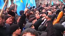 Rival protest groups rally outside Crimean parliament