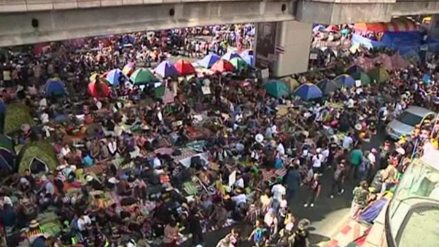 Protesters amass in Thai capital
