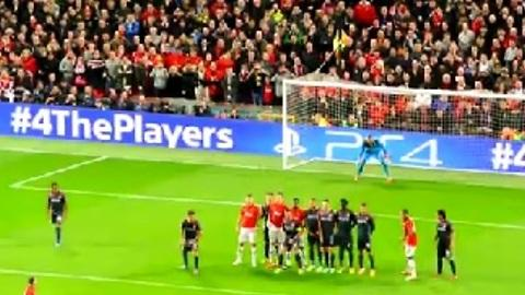 Robin van Persie Freekick Advances Manchester Utd