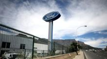 U.S. probes 54,400 Ford trucks over tailgate complaints