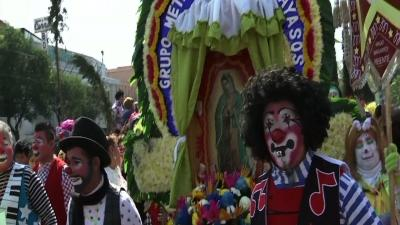Hundreds of Clowns March to Mass in Mexico