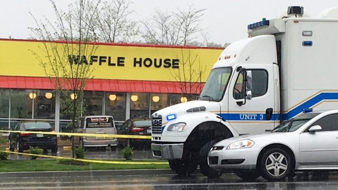 Nude Gunman Kills 4 at Nashville Eatery in US, Police Search On