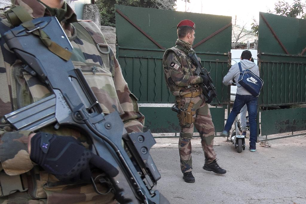 French soldiers stand guard outside the 'La Source' Jewish school in Marseille, southern France, on January 12, 2016 (AFP Photo/Boris Horvat)