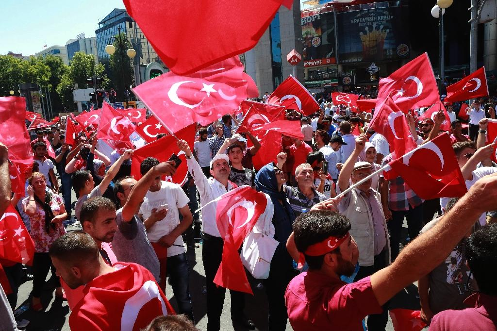 People wave national flags as they march from Kizilay Square to the Turkish General Staff building in Ankara, on July 16, 2016 (AFP Photo/Adem Altan)
