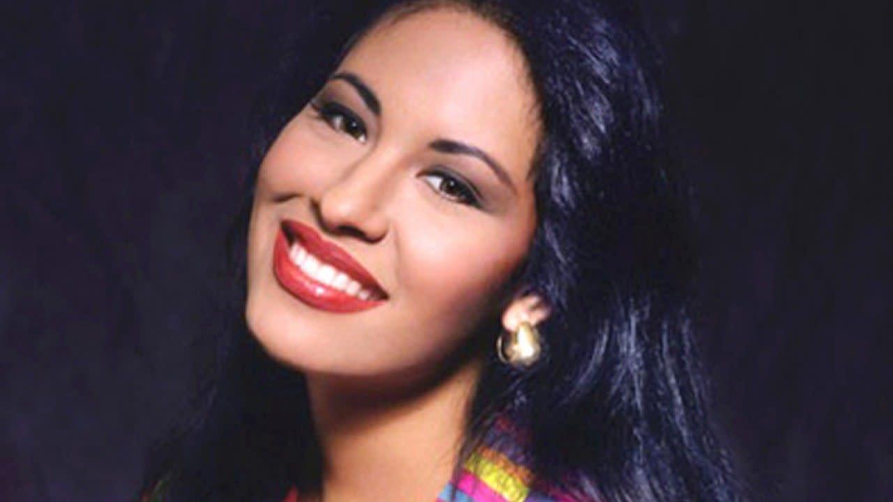 Selena Quintanilla S Amor Prohibido Turns 25 Becky G Ally Brooke More Reflect On Iconic Album