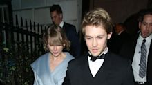 Taylor Swift Looked Like Cinderella While Out With Joe Alwyn Last Night