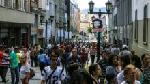 Venezuela teeters on brink of default