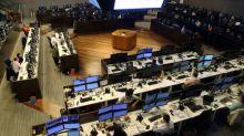 Ibovespa recua com realização de lucros após nova máxima histórica
