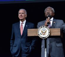 Biden Boosted by Top Democrat Ahead of South Carolina Vote