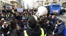 Las protestas de los taxistas en Madrid y Barcelona, en fotos