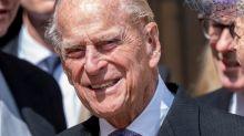 Príncipe Philip é internado por precaução em Londres