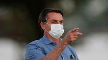 """Bolsonaro diz ter """"mofo no pulmão"""" após Covid-19 e que está tomando antibiótico"""