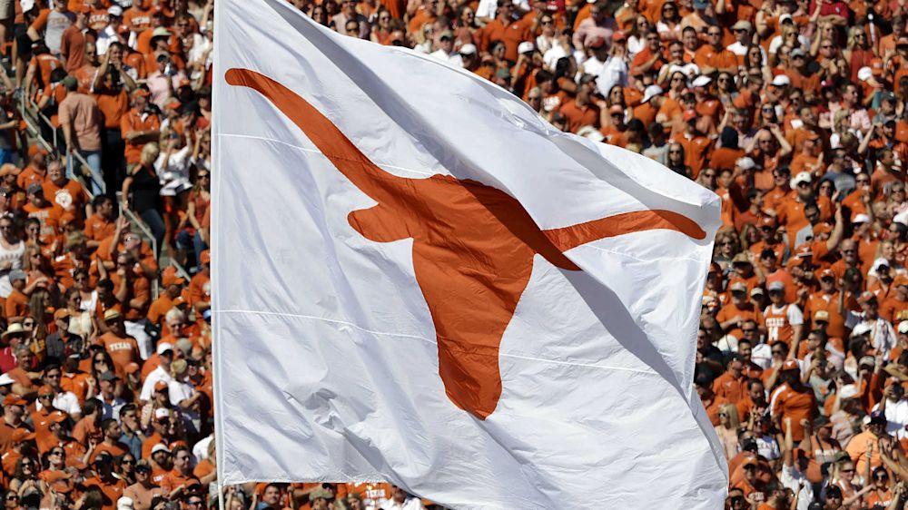 University of Texas tells football writers when they can post on social media
