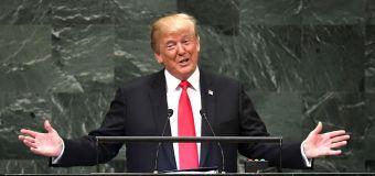 U.N. Trumpが彼の業績を賞賛する笑い