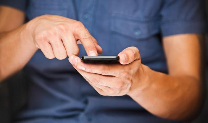 Smartphones become the most popular device for keeping Brits connected