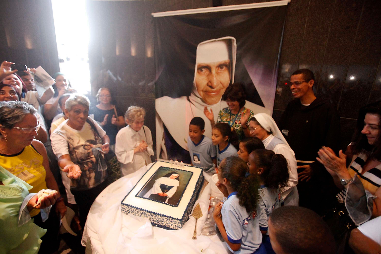 Resultado de imagem para Vaticano reconhece segundo milagre e Irmã Dulce será proclamada santa