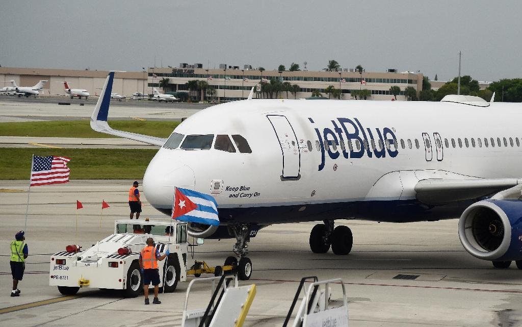 JetBlue Flight 386 departs for Cuba from Fort Lauderdale airport, Florida, on August 31, 2016 (AFP Photo/Rhona Wise)