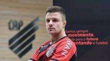 Athletico anuncia a chegada do atacante Renato Kayzer