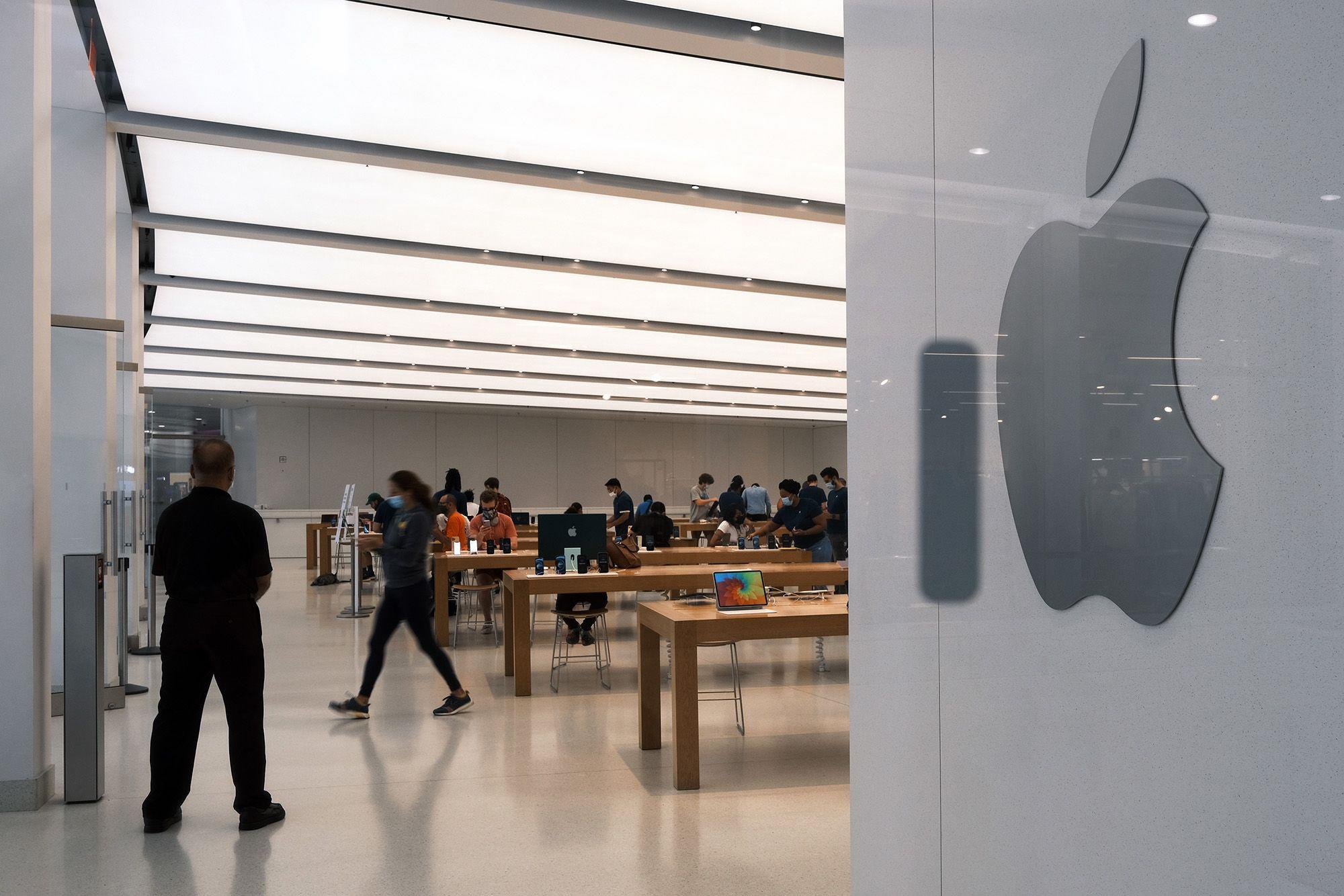 Apple Aims to Bring Back In-Store Classes as It Tiptoes Toward Normalcy
