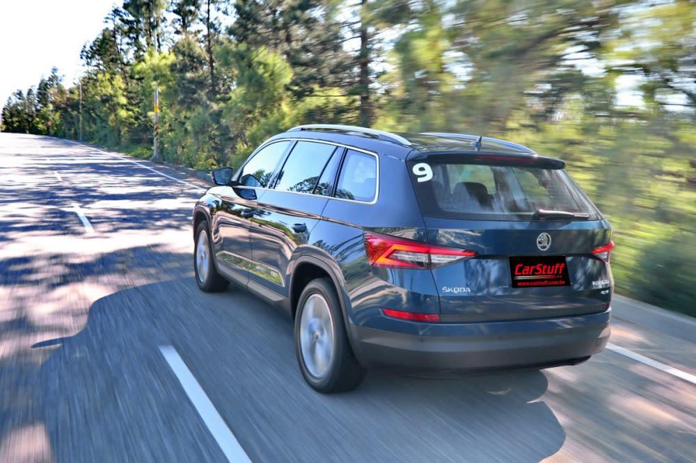 彈簧、阻尼與防頃桿搭配得宜,除非駕駛刻意激烈操駕,否則全車乘客都能享有一段愉快的長途旅途