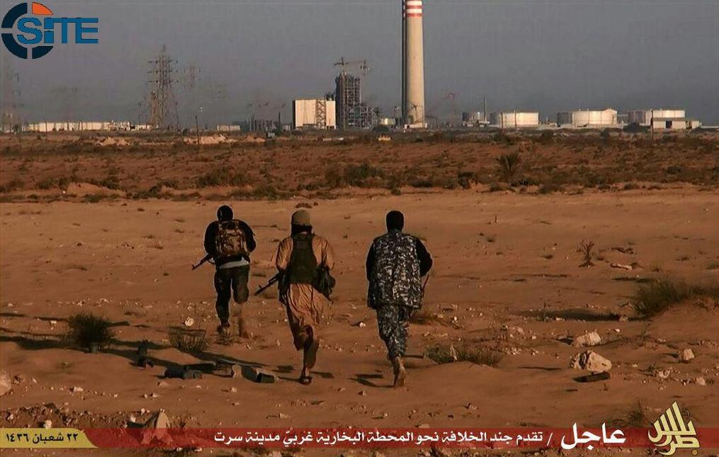 An image taken from jihadist media outlet Wilayat Trablus and provided courtesy of the US-based monitoring agency SITE Intelligence Group on June 9, 2015 allegedly shows Islamic State group fighters running in Sirte (AFP Photo/)
