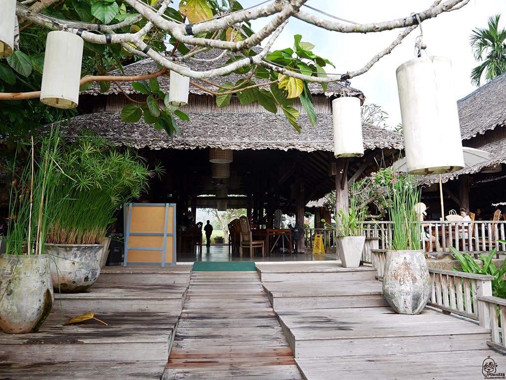 『泰國。擺鎮』Pai推薦住宿 Phu Pai Art Resort(普拜藝術度假村) 網美最愛獨棟VILLA森林田園風 室外泳池可俯瞰著一望無際的稻田和山嵐美景 2018/1117-1125 清邁 清萊 擺鎮 國際水燈節自駕八天七夜之旅