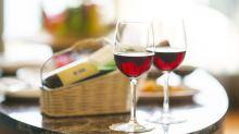 Químico encontrado no vinho e chocolate rejuvenesce células, diz estudo