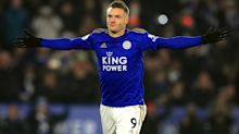 Jamie Vardy signs one-year Leicester contract extension