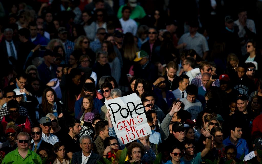 Crowds wait for the arrival of Pope Francis at the Capitol building in Washington, DC on September 24, 2015