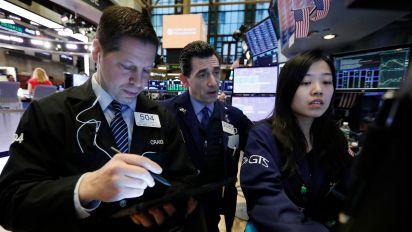 Wall Street falls on global growth worries