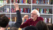 80-Jähriger hält Erinnerung an Holocaust wach