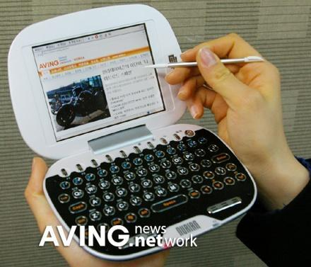 The nurian Z1 from Hanuribiz does e-dictionary one better