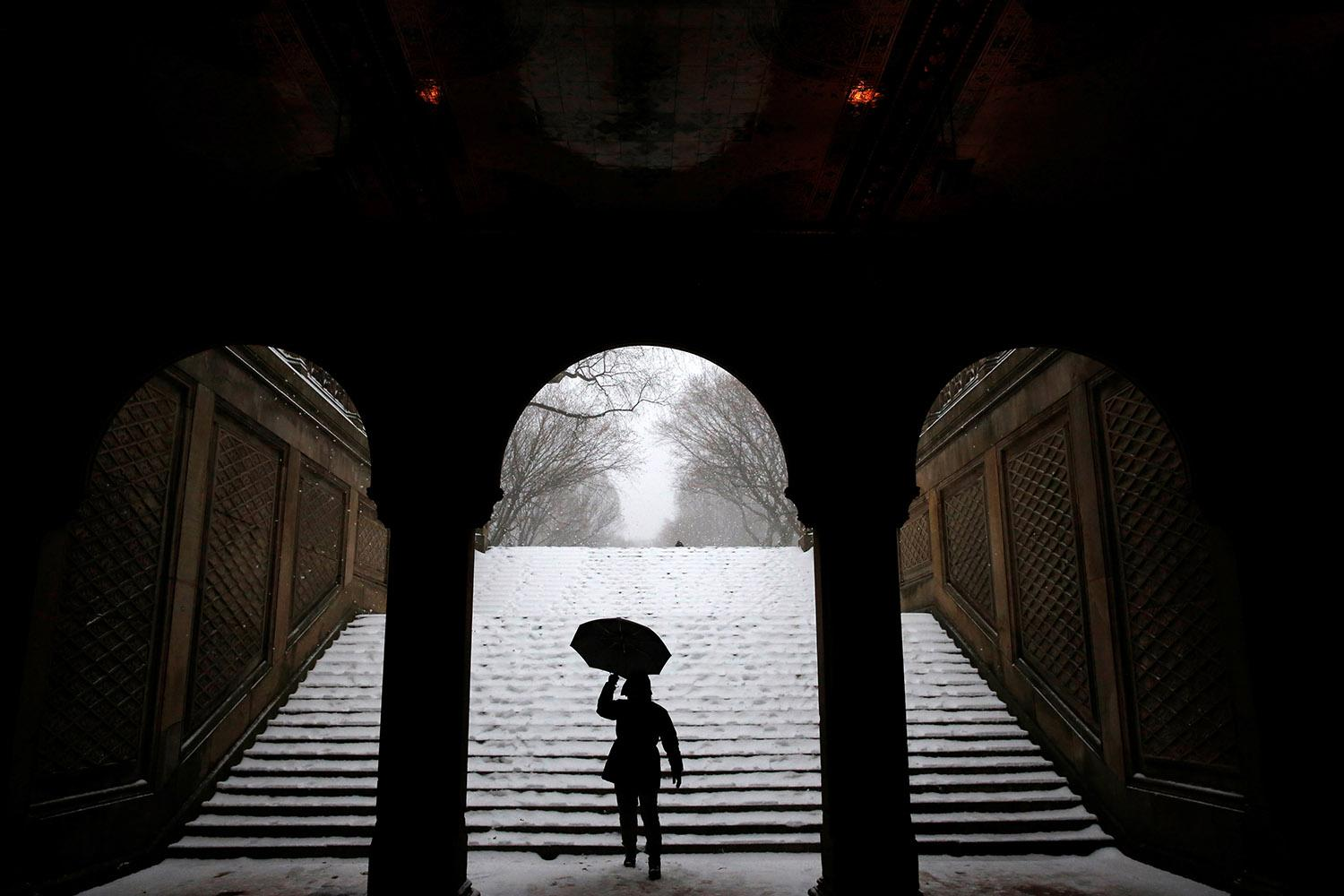 <p>A man walks in Central Park during a snow storm in New York, March 14, 2017. (Andrew Kelly/Reuters) </p>