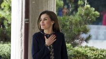 La reina Letizia deja el glamour y se pasea en pantalón casual; mírala