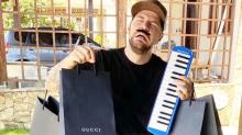 Humorista se fantasia de Saulo Poncio e brinca com memes