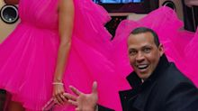 Álex Rodríguez juguetea como un niño con el vestido de Jennifer López; aquí el video