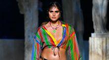 Las modelos de talla grande con quienes Versace hizo historia en la Semana de la Moda de Milán