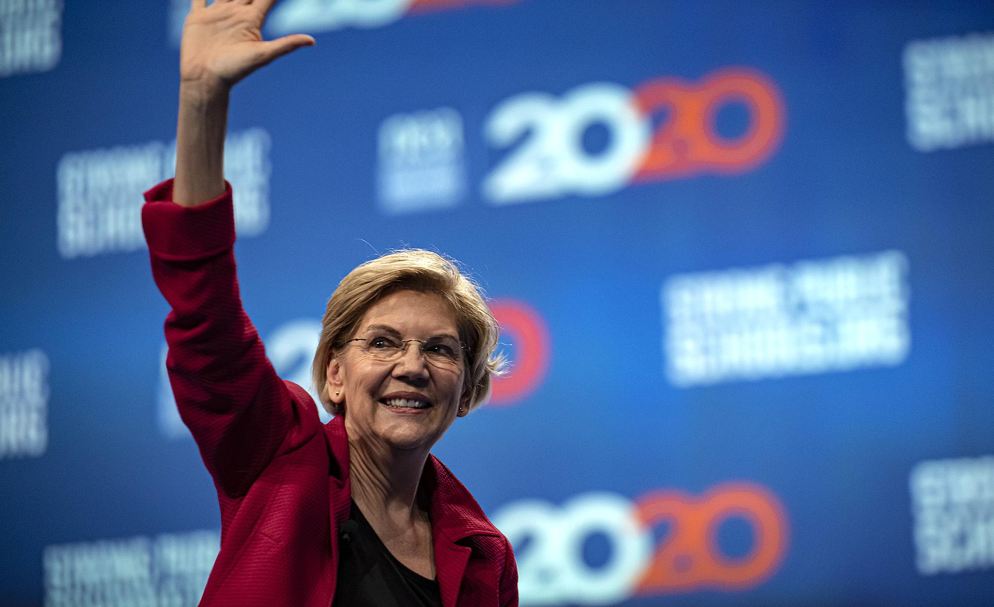 Democrats Are Spotlighting Big >> Elizabeth Warren S Economic Crash Call Spotlights Democrats Line