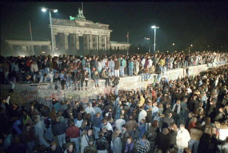 Germans Celebrate the Fall of Berlin Wall, Tweaking Trump