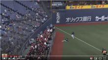 日職/搶生意 游擊手奔左外野接飛球