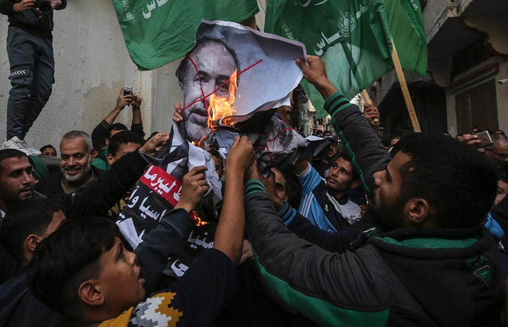 Palestinian demonstrators burn pictures of Israeli Defence Minister Avigdor Lieberman who has resigned in protest at a Gaza ceasefire hailed as a victory by the territory's Islamist rulers Hamas (AFP Photo/MAHMUD HAMS)