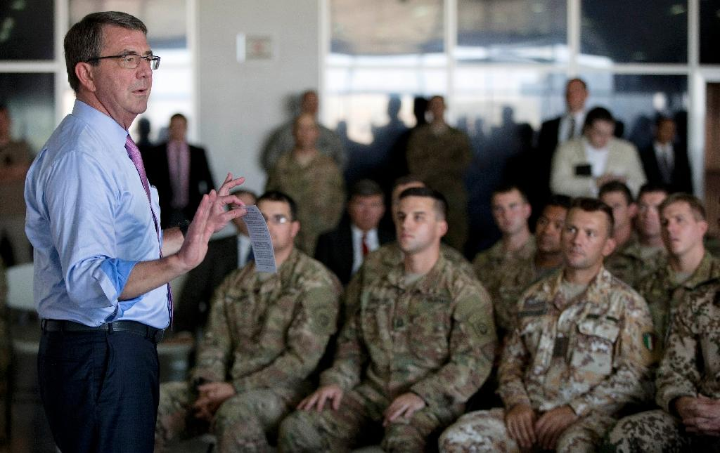 US Defence Secretary Ashton Carter talks to multinational troops at the Arbil International Airport in the capital of the autonomous northern Iraqi region on July 24, 2015 (AFP Photo/Carolyn Kaster)